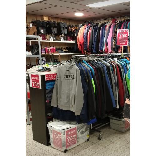 KORTING tot 75%. Wij verkopen nieuwe Originele merkkleding, T-shirts / Jassen / Truien / Jurken / Broeken /  Schoenen / Slippers / Bikini's voor kinderen, tieners en volwassenen