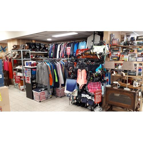 KORTING Tot: 75% Wij verkopen nieuwe Originele merkkleding T-shirt / jassen / truien / jurken / broeken / bikini's / schoenen / slippers voor kinderen, tieners en volwassenen.