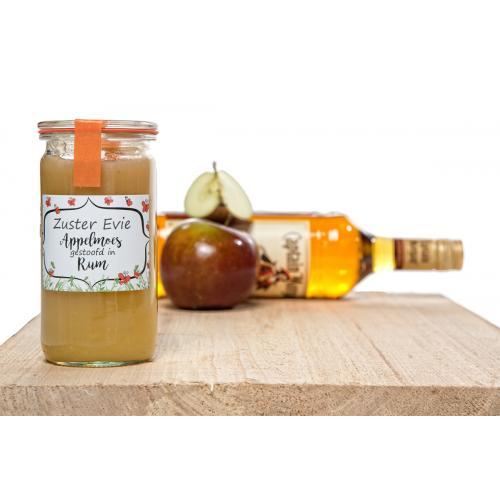 Appelmoes gestoofd in rum, jagermeister of appeltaartlikeur